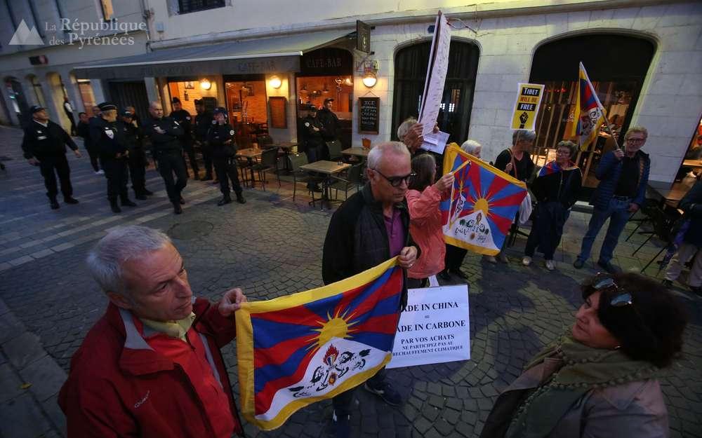 Les manifestants protestent, entre autres, contre la situation au Tibet. Nicolas Sabathier